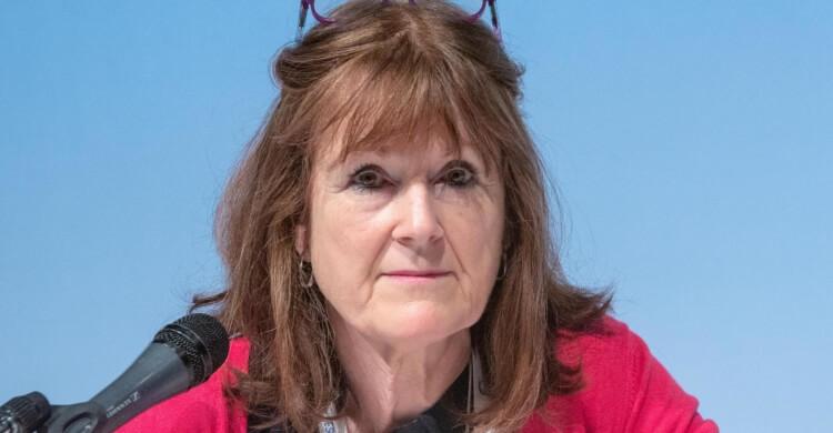Shelley Renowden belongs to the ESMINT ExCom.